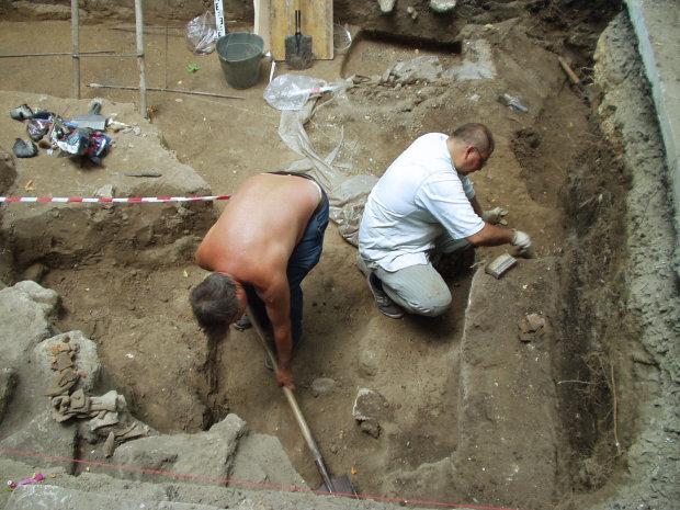 """Українські археологи відкопали проклятий могильник: """"ховався"""" тисячоліттями"""
