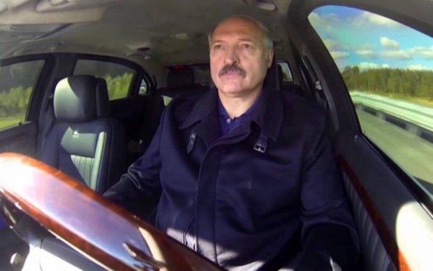 """Лукашенко готов """"вторгнуться"""" в Украину, но только на тракторе"""