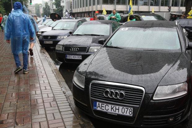 Последний шанс для евробляхеров: штрафы, ввоз авто и другие изменения в жизни водителей с августа