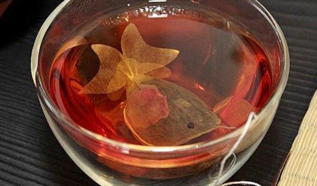 В чайных чашках плавают золотые рыбки (фото)