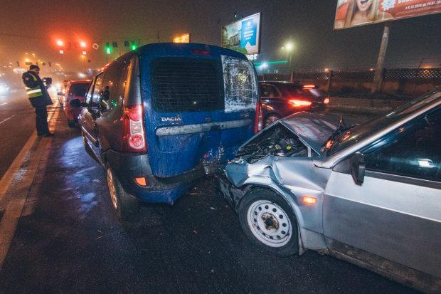 Четыре авто и двое пострадавших: пьяный неадекват устроил месиво на киевской дороге