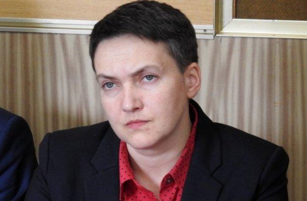 """Странная тряпка на шее Савченко заставила киноманов перекреститься: """"Надюха-киллер"""""""