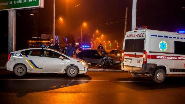 В Кропивницком коп-взяточник в панике растрощил два авто и переехал СБУшника