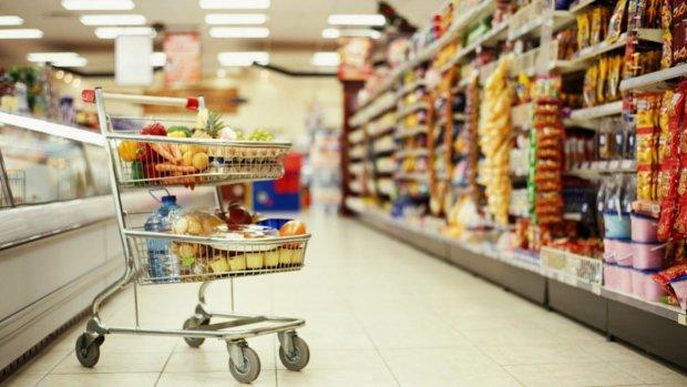 Найпопулярніший продукт став не по кишені простим українцям: як змінилися ціни за рік