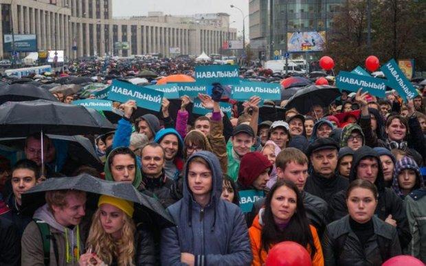 Кто не скачет, тот чекист: в сеть слили забавное видео с митинга в России