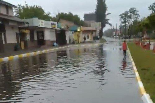 Київ пішов під воду після потужної зливи - води по коліно, не врятують навіть гумові чоботи