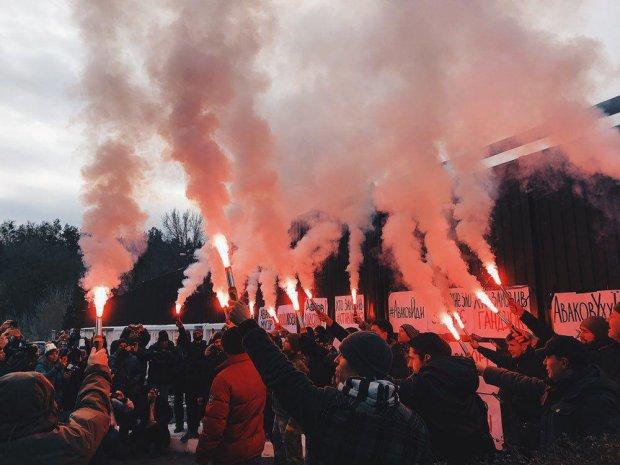 Под домом Авакова собрались активисты: чего добиваются