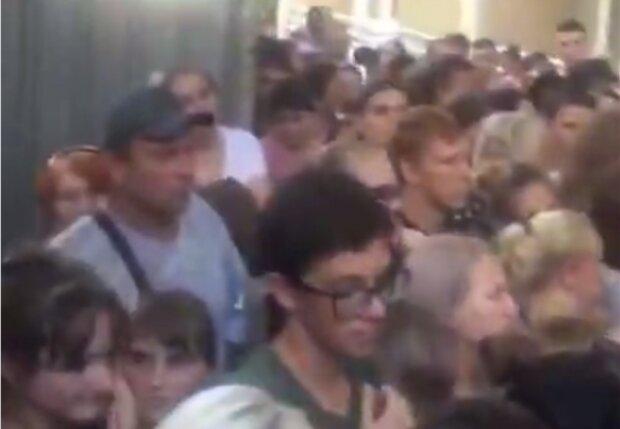 Заселення в гуртожиток, кадр з відео