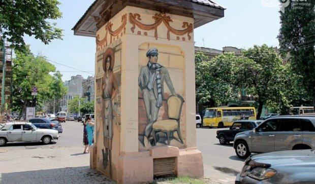 Одесские художники сделали из уличных будок произведения искусства (фото)