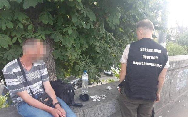 Скорая наркотическая помощь: в киевском СИЗО схватили фельдшера-бизнесмена