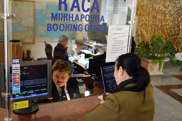 """""""Укрзализныця"""" поменяла сроки покупки билетов: думать придется на пару месяцев вперед"""