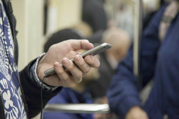 """В Україні з'явилася хитра схема шахрайства з мобільним - лише одна смс: """"На жалість тиснуть"""""""