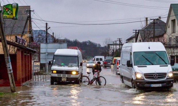 Украина начала стремительно уходить под воду: библейский потоп покажется простым дождиком