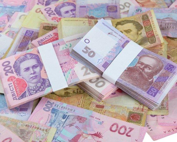 В Украине подняли зарплаты, но только избранным