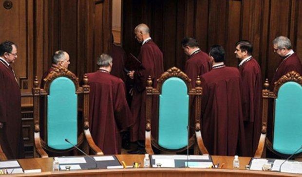 КСУ розпочав розгляд змін до Конституції
