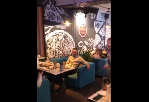 Тернопольский ресторан атаковали усатые гости, противно смотреть: а мы тут с вами едим