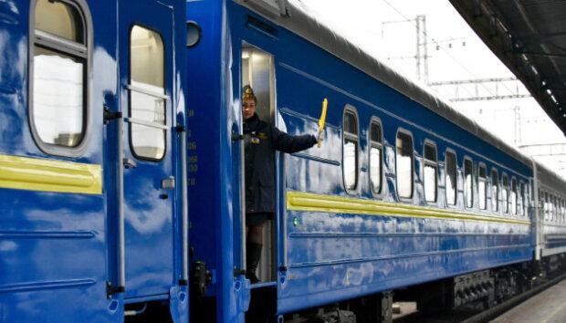 """""""Укрзализныця"""" вытрясла деньги с пассажиров за воображаемые вагоны: """"Это жесть"""""""