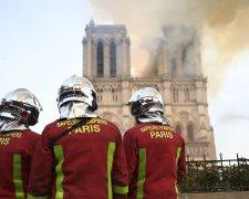 Пожарные около Собора Парижской Богоматери