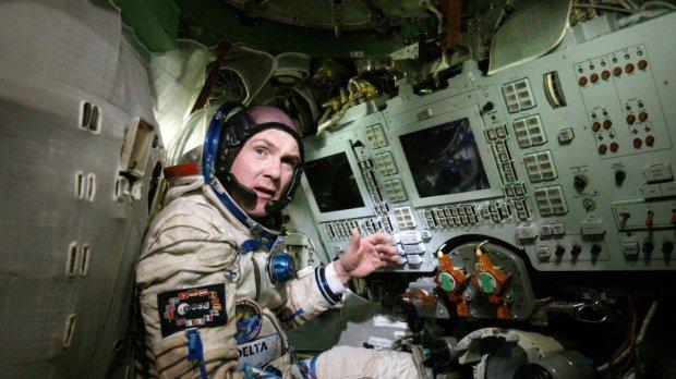 Астронавт випадково зателефонував в 911 з орбіти, і ось що сталося