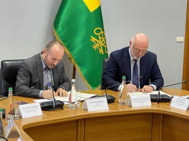Григол Катамадзе подписал Меморандум с Павлом Рябикиным