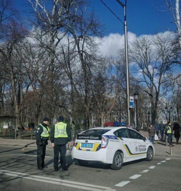 В Киеве поймали пьяного в дым таксиста, дунул в трубочку - копы угорели