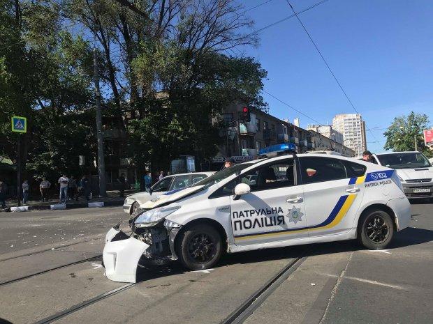 У Харкові копи продовжують трощити свої Prius: не поділили дорогу з Tоyotа