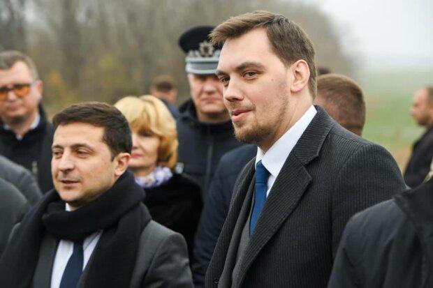 """Зеленский с Гончаруком показали, что не так с дорогами в Украине: """"70 километров за 3 года?"""""""