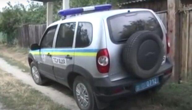 """Бил кулаками по голове, сломал ногу: на Тернопольщине полиция задержала горе-отчима за """"воспитание"""" ребенка"""