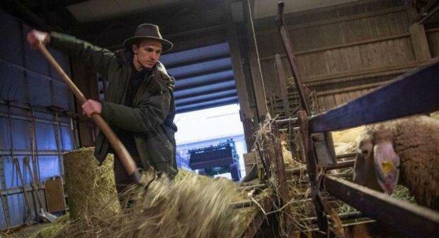 Професійний вівчар, танцівник і мисливець: 24-річний пастух прикував до себе увагу ЗМІ