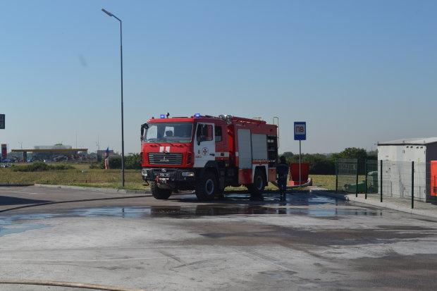 В Житомирі спалахнула автозаправка, є постраждалі: перші кадри та подробиці