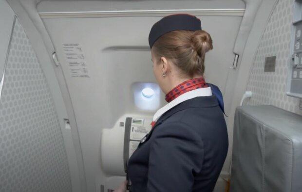 Стюардесса, скриншот: YouTube