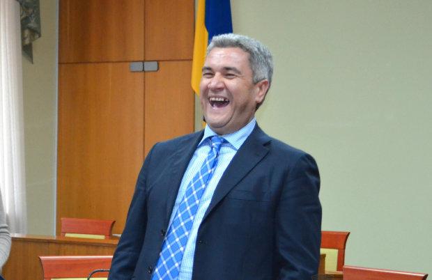 Александр и Анатолий Урбанские выводят семейные деньги в Чехию