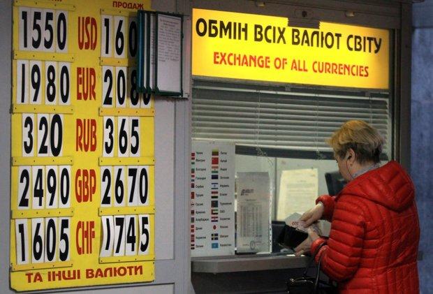 Курс валют на 15 квітня: гривня наступає на п'яти долару