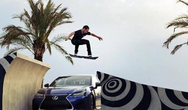 Lexus представила летающий скейтборд (видео)