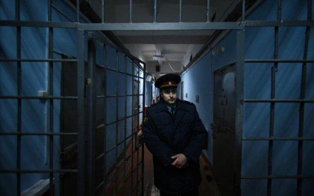 Тюрма плаче: донецького покидька повертають в Україну