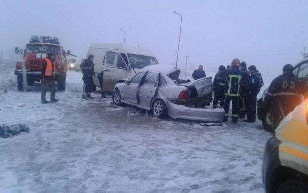 Машины разорвало на части: кровавая авария сколыхнула Украину