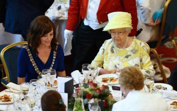 """Королівське меню:  ці страви Єлизавета II відправила до """"чорного списку"""""""
