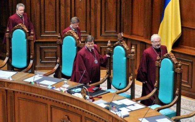 """Конституційний суд """"підклав свиню"""" партіям"""