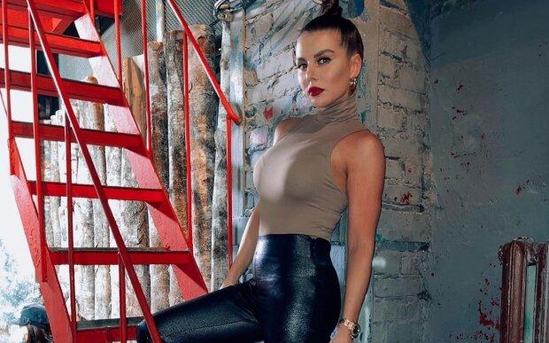 """Анна Седокова стала """"заручницею"""" і заговорила про ненависть: """"Зараз нап'ємося"""""""