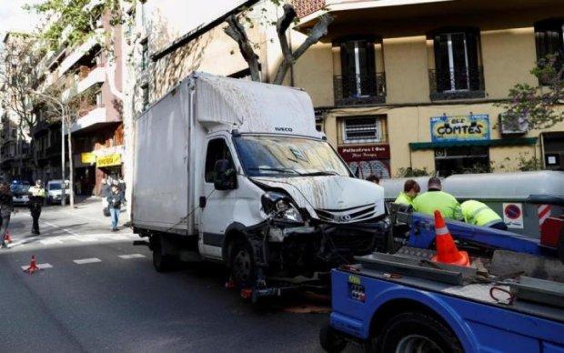 Вантажівка протаранила натовп в Барселоні, багато постраждалих