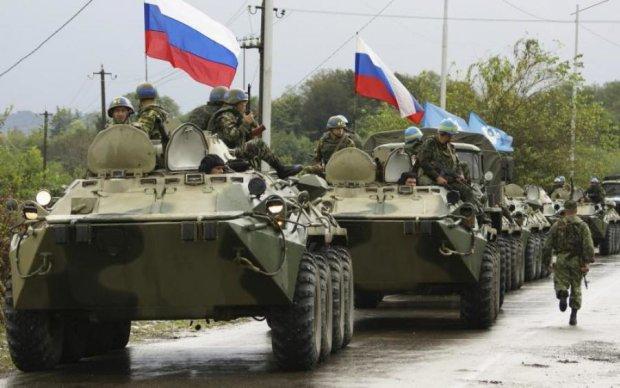 Пока все празднуют Пасху, Путин перегоняет танки на границу с Украиной: видео