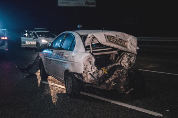 Два десятки машин вщент: трасу під Києвом заблокувала жахлива ДТП, фото і відео дорожнього погрому