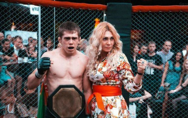 Это все Бог: россиянка избила собственного сына сразу после поражения на ринге