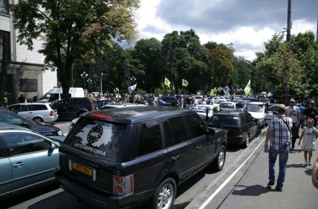 Євробляхерам час пересідати на маршрутки: в Україні почали виписувати штрафи