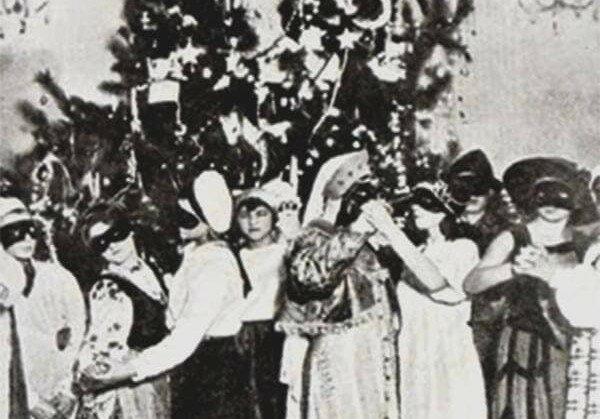 Харьков стал первой новогодней столицей 85 лет назад: елка, карнавал и радостные пионеры