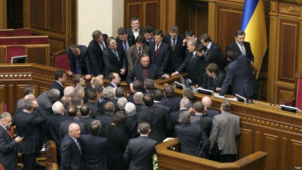 """""""Повернемо своїх!"""" Партія регіонів знову в Україні і відкрито погрожує: фотофакт"""