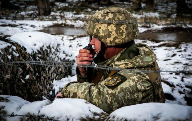 Загарбники на Донбасі обстріляли українські позиції із забороненої зброї, один захисник отримав поранення