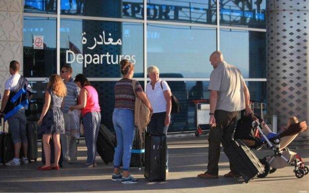 Дві доби жаху: частина застряглих в Тунісі туристів повернулися в Україну