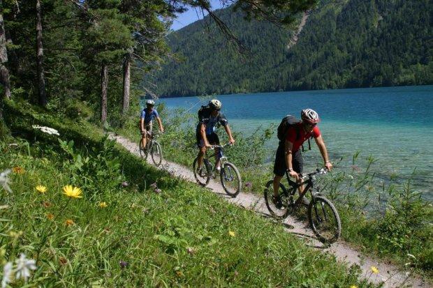 В Карпати на велосипеді: сезон підкорення вершин оголошується відкритим