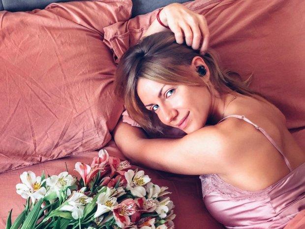 """Леся Нікітюк засвітила принади у прозорій сукні, але фанати обговорюють інше: """"Просто жесть"""""""
